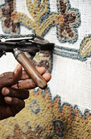 hand tufting of a rug